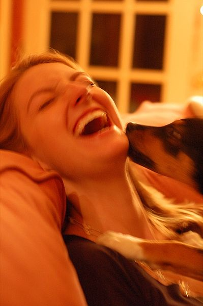 399px-Puppy_licking_laughing_woman